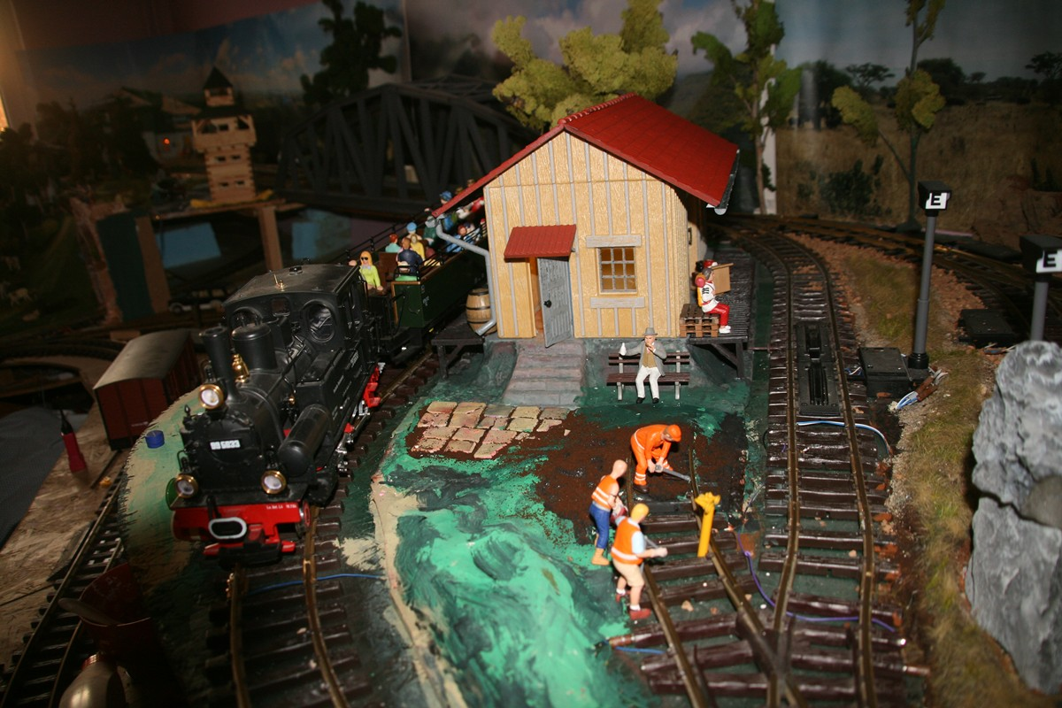 G scale Goods shed